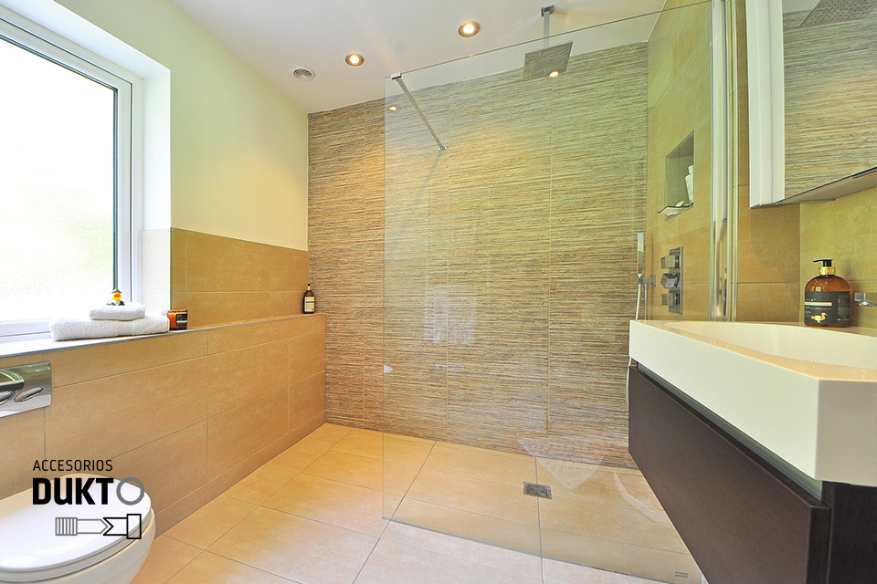 Como-mantener-limpia-la-mampara-de-la-ducha
